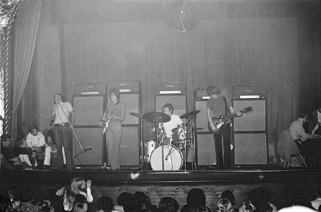Jeff Beck Group circa 1968 - from left to right - Rod Stewart, Ron Wood, Micky Waller, Jeff Beck,